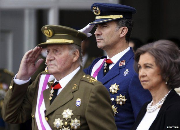 King Juan Carlos (left), Crown Prince Felipe and Queen Sofia at the royal palace in Madrid, 6 January