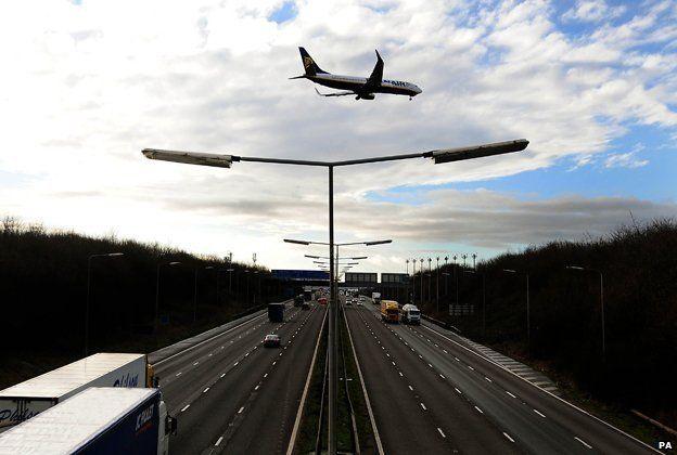 Kegworth air disaster: Plane crash survivors' stories - BBC News