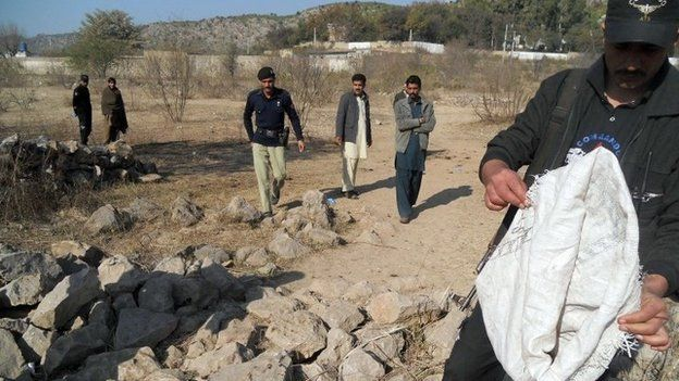 Pakistani security personnel examine the site of a suicide bombing in the Ibrahimzai area of Hangu district on January 6, 2014.
