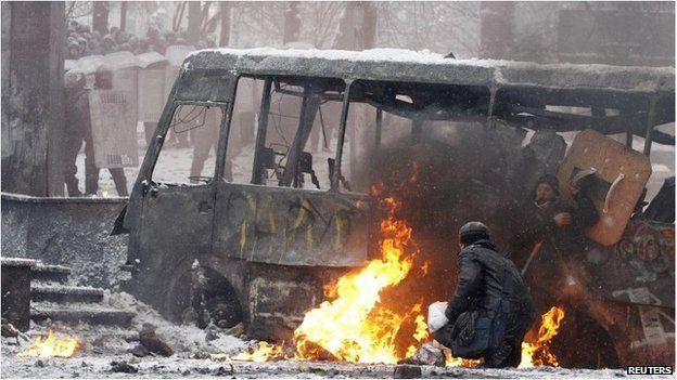 Protesters by a burning bus in Kiev, Ukraine (22 Jan 2014)
