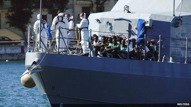 Malta patrol boat carrying migrants, 17 Oct 13