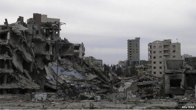 Damaged buildings are seen in the besieged area of Homs (2 February 2014)