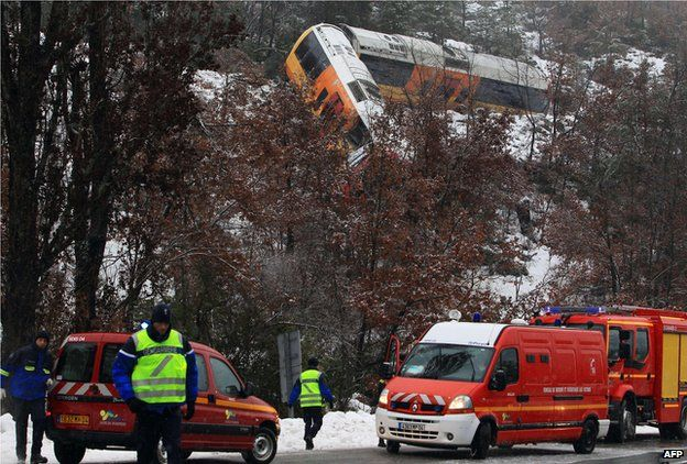 Gendarmes and rescuers mobilise after train wreck near Digne-les-Bains, France (8 Feb)