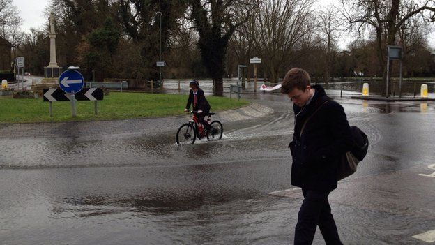 Flooding in Shepperton