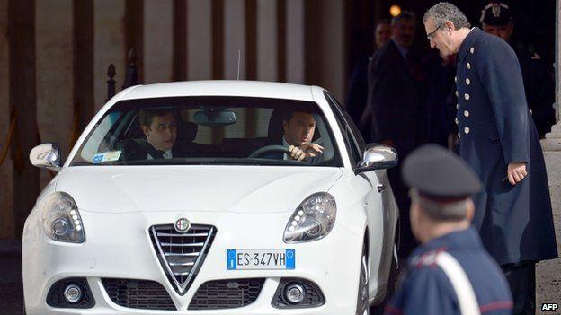 Matteo Renzi leaves presidential palace (17 Feb)