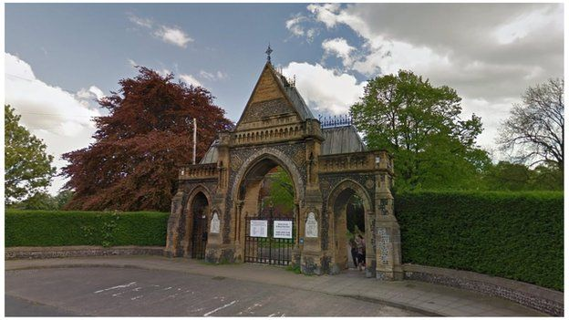 Entrance to Portsmouth's Kingston Cemetery