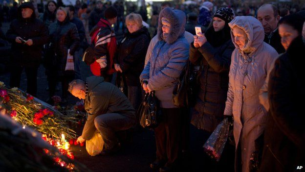 Men and women at a memorial on Monday for people killed in clashes with police at Independence Square in Kiev, Ukraine