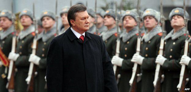 Ukrainian President Viktor Yanukovych reviews troops at his inauguration in Kiev, 25 February 2010