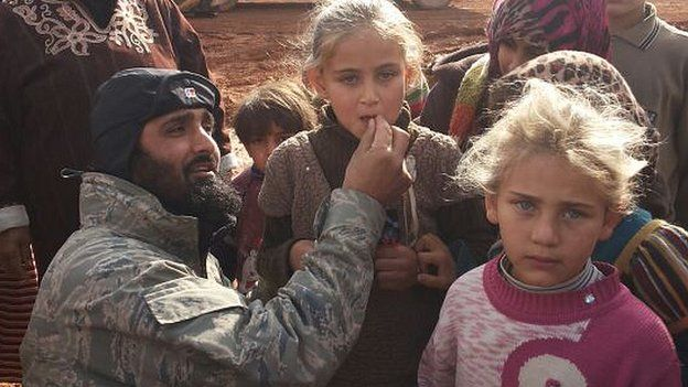 Waheed Majeed working with children in a Syrian refugee camp