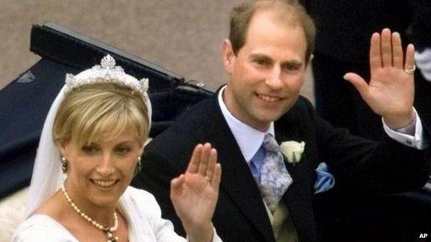 BBc: Prince Edward and Sophie Rhys-Jones on their Wedding day, 1999
