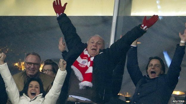 Uli Hoeness celebrates Arsenal win (11 March 2014)