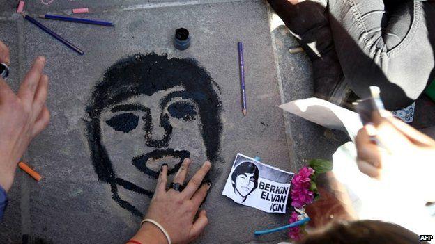 Children paint a portrait of Berkin Elvan in Ankara, 15 March 2014