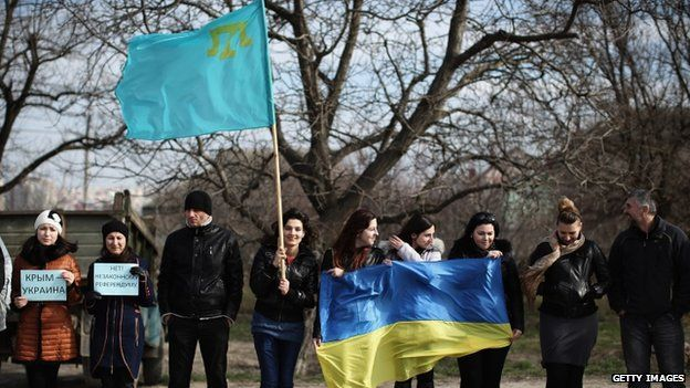 Crimean Tatars and Ukrainians protest in Simferopol