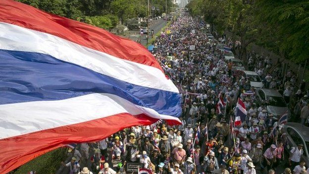 Anti-government leader Suthep Thaugsuban leads a march as protesters move their main protest site off the main streets of the capitol city in Bangkok, 2 March 2014