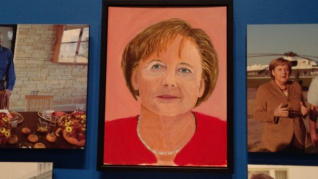 George W Bush exhibits his paintings of world leaders - BBC News