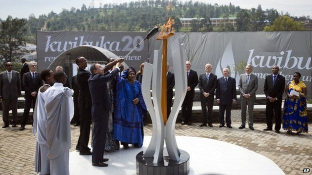 Rwandan President Paul Kagame and UN Secretary-General Ban Ki-moon light a memorial flame at a ceremony in Kigali to mark the 20th anniversary of the Rwandan genocide (7 April 2014)