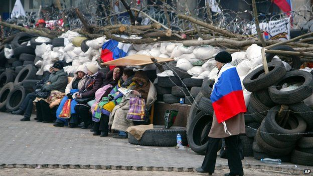 Women in front of the barricade in Donetsk, Ukraine, on 9 April 2104