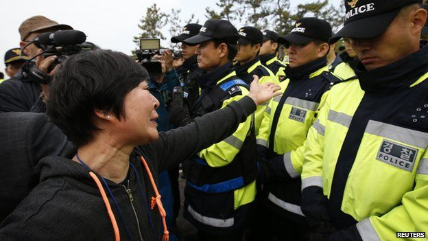 """A family member of a passenger missing after the South Korean ferry """"Sewol"""" capsized demonstrates in front of police during a protest in Jindo calling for a meeting with President Park Geun-hye and demanding the search and rescue operation be speeded up, April 20"""