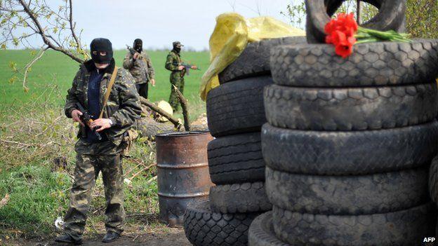 Pro-Russian gunmen at roadblock attacked on Sunday near Sloviansk