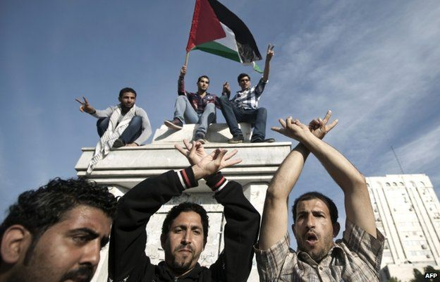 Palestinian gather to celebrate the agreement to form a unity government in Gaza on 23 April 2014