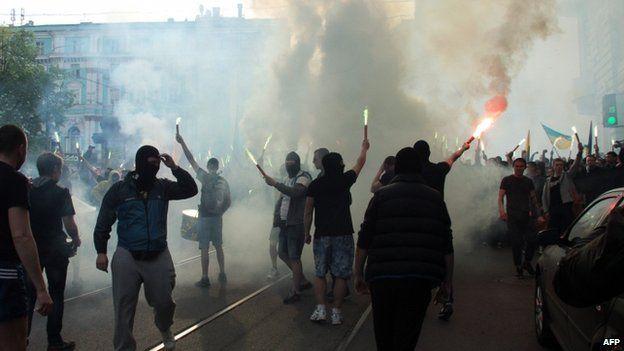 Football fans march in Kharkiv 27/04/2014