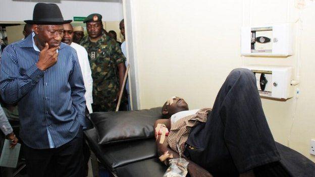 President Jonathan visiting victims at Asokoro Hospital (14 April 2014)