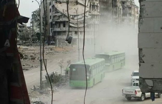 Buses preparing to take rebels from Old City of Homs (7 May 2014)