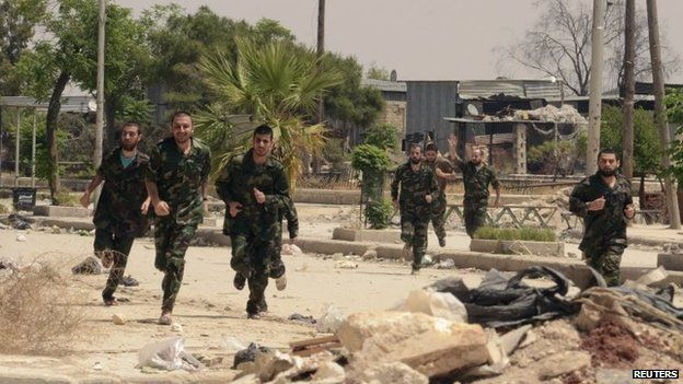 Captured Syrian government soldiers released by rebels run through Aleppo's Bustan al-Qasr crossing (7 May 2014)