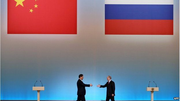 """China's President Xi Jinping (L) is welcomed by his Russian counterpart Vladimir Putin (R) during the opening ceremony of """"The Year of Chinese Tourism in Russia"""" in Moscow, on 22 March, 2013"""