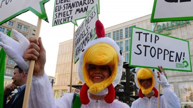 German Greens protest against chlorine chickens