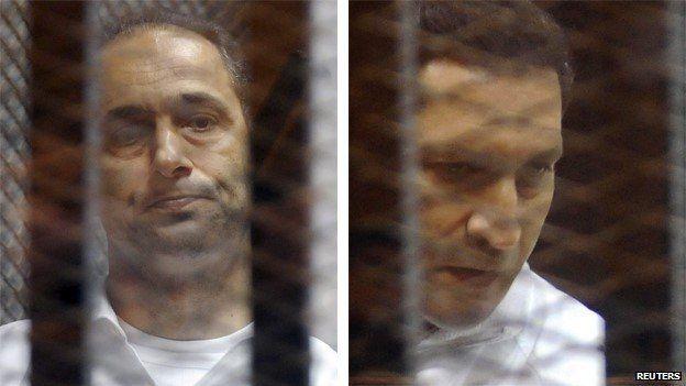Gamal Mubarak (left) and Alaa Mubarak (right) in court in Cairo (21 May 2014)