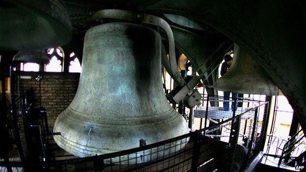 Big Ben and its hammer