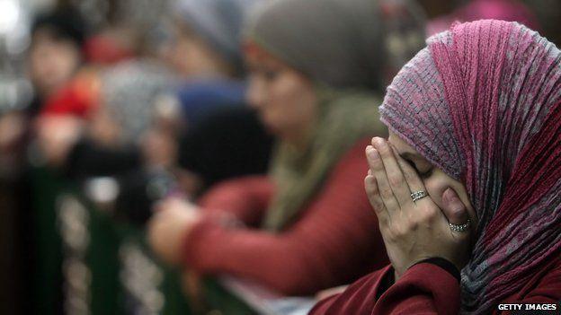 Muslim women at prayer in the al-Hussein mosque in Cairo