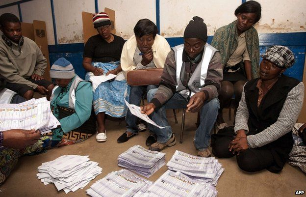 Malawi Electoral Commission workers count ballots on 20 May
