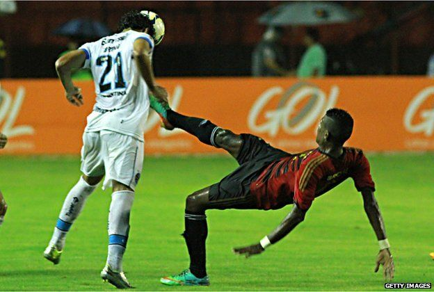Erico Jr of Sport Recife and Breno of Gremio during a match at the Ilha do Retiro Stadium