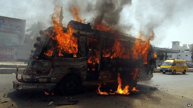 A bus burns in Karachi after it was set on fire by protesters condemning the arrest in London of Altaf Hussain (3 June 2014)