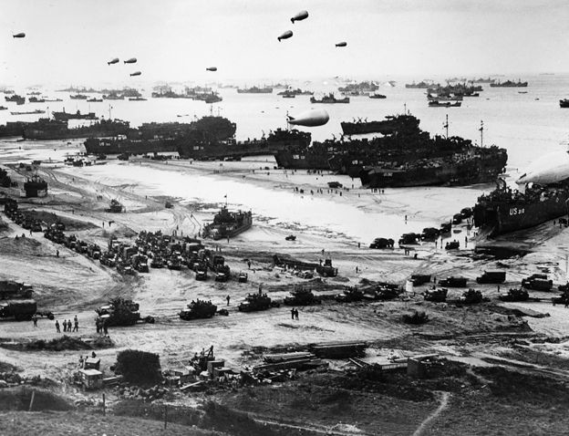 Troops landing on Normandy beach, D-Day