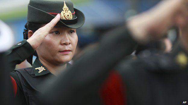 A Thai soldier salutes while providing security at Victory Monument in Bangkok, Thailand on Tuesday (3 June 2014)