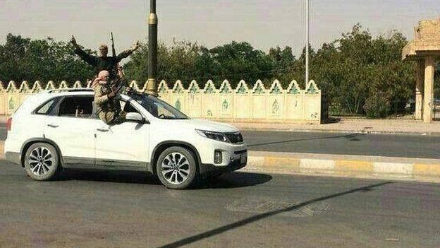 Gunmen in Tikrit, 11 June