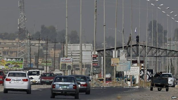 Checkpoint set up ISIS on a main road into Mosul (17 June 2014)