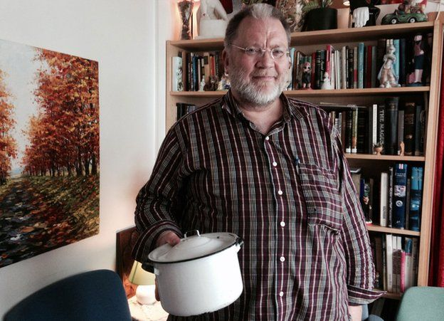 Magnus with his old cooking pot
