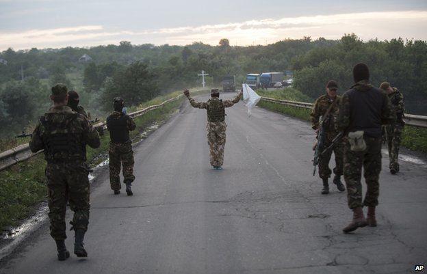 Pro-Russian rebels observe a truce in Luhansk (18 June)