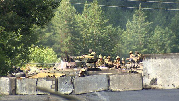 Roadblock manned by Ukrainian government soldiers
