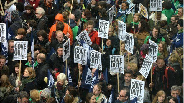 NUT members on strike