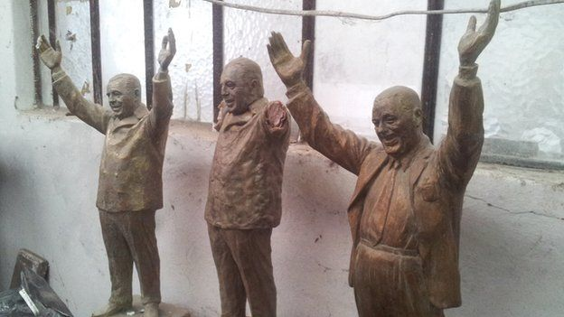 View of statues in Enrique savio's studio