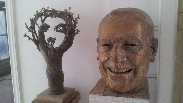 A bust of Juan Peron can be seen in the studio of sculptor Enrique Savio