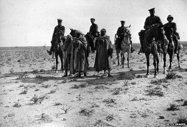 circa 1916: Soldiers on horseback in the Iraqi desert during the Mesopotamian campaign