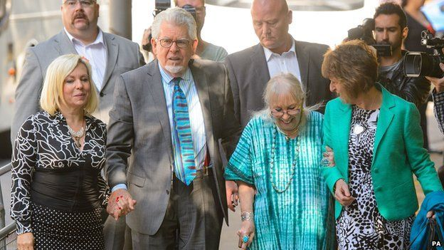 Rolf Harris arrives at court on 30 June 2014 with daughter Bindi (l), wife Alwen (r) and niece Jenny (second r)