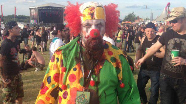 A man dressed as an evil clown