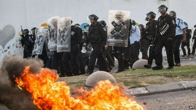 Israeli police confront protest in Arara, northern Israel. 5 July 2014